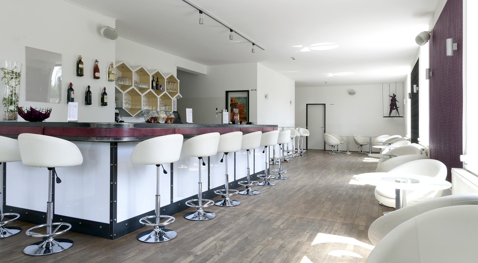 Das Uhrenhaus: Bar-/Loungebereich – ADTV Tanzschule DieSchrittmacher